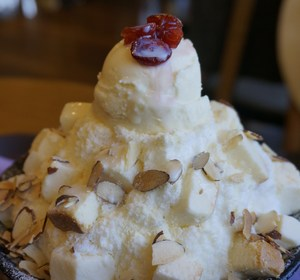 cheesecake ice cream sundae