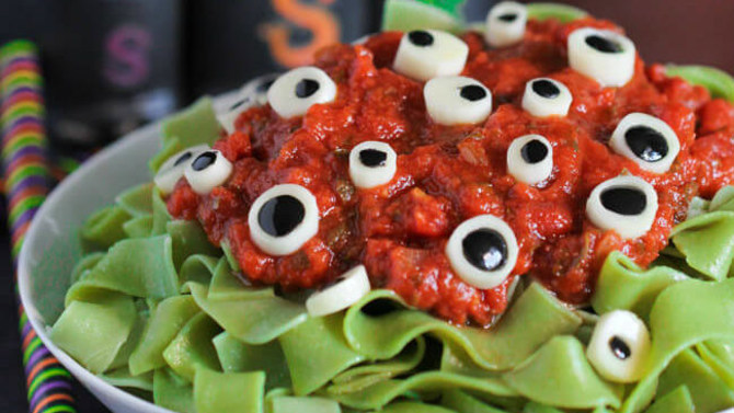 7 Spooky Recipes: The Ultimate Halloween Dinner Spread