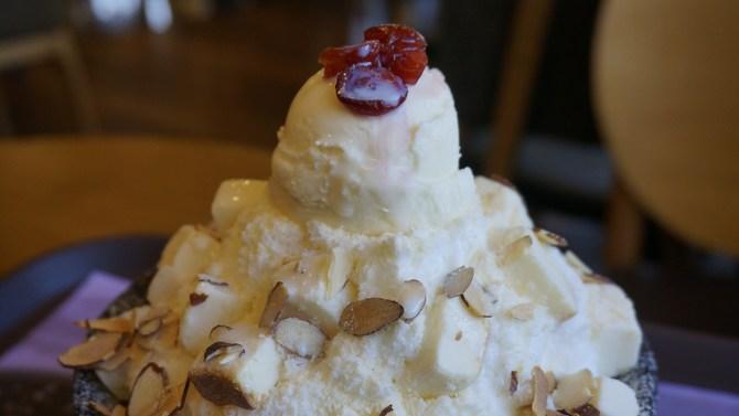 cheesecake ice cream sundae
